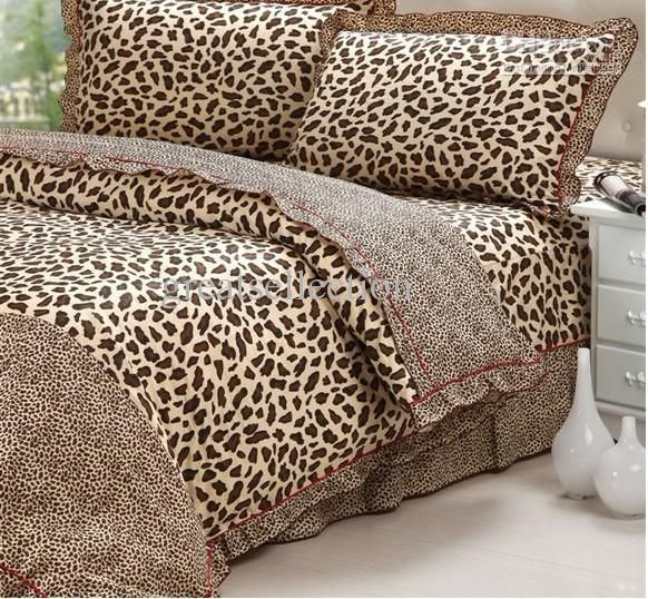 Leopard Bedding:Not to be confused with cheetah bedding, leopard print bedding contains more circular spots and smudges than cheetah print. Cheetah print bedding is made up of different sized dots instead of the more varied pattern of leopard print.