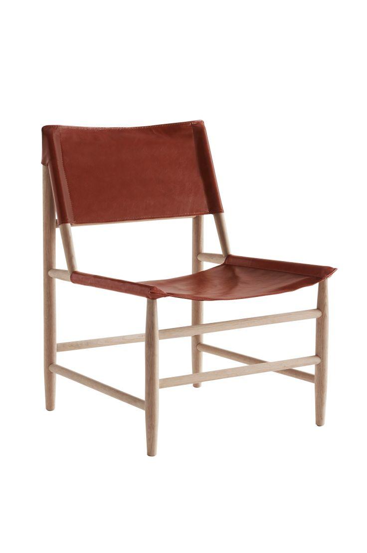 Moderne stol/lenestol med rette linjer og stilren design. Sete og rygg er i skinn som former seg etter kroppen. Materiale: Tre og skinn. Størrelse: Høyde 81 cm, bredde 73 cm, dybde 61 cm, sittehøyde 42 cm. Beskrivelse: 1-pk stol/lenestol i eik med sete av skinn. Vedlikeholdsråd: Tørkes av med en fuktigklut. Tips & Råd: GESEBOL passer like bra foran spisebordet som skrivebordet. Du bestemmer hvor den hører hjemme hos deg.