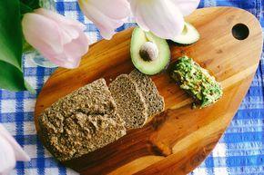 Een koolhydraatarm voorgerecht, koolhydraatarm brood. Dit is een heerlijk brood recept, lekker als ontbijt in de ochtend met een kopje koffie of thee.
