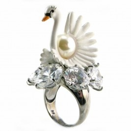 .Swan ring with pearl centerpiece