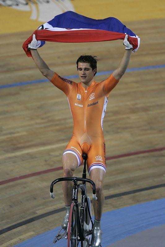 Theo Bos is tot nu toe vijf maal wereldkampioen geworden, op drie verschillende onderdelen van het baanwielrennen. Ook won hij zilver op de Olympische Spelen in Athene, 2004.