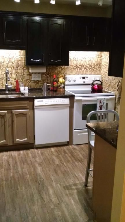 Vinyl Wood Planks Maybe Less Than 2 Sq Foot And