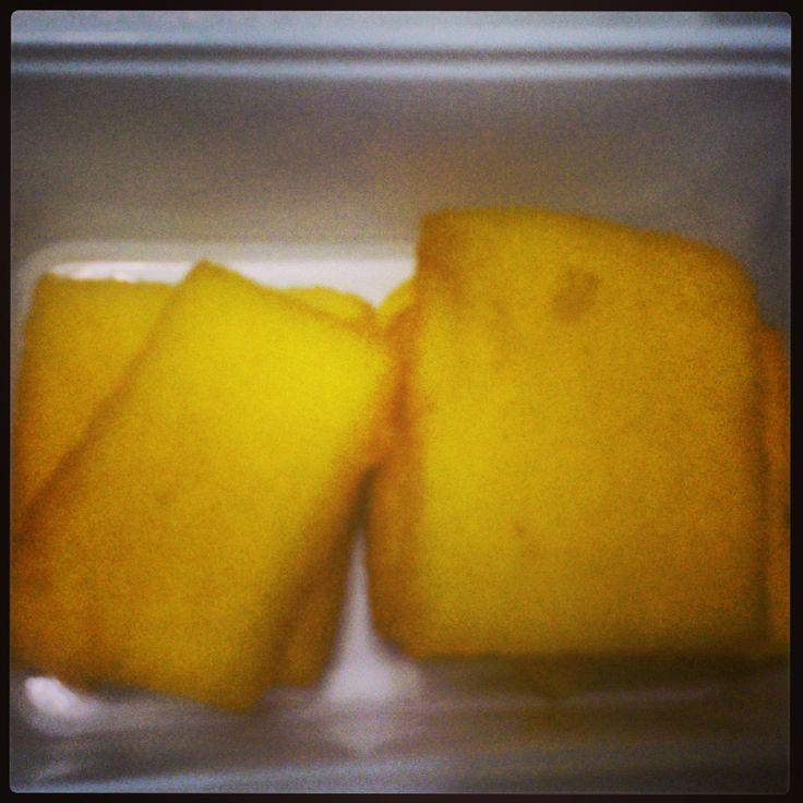 Solo a Bari le sgagliozze! Polenta fritta tagliata e salata. Typical fried hominy from Bari #Baristreetfood #italiancook #pugliaonelove #sgagliozze