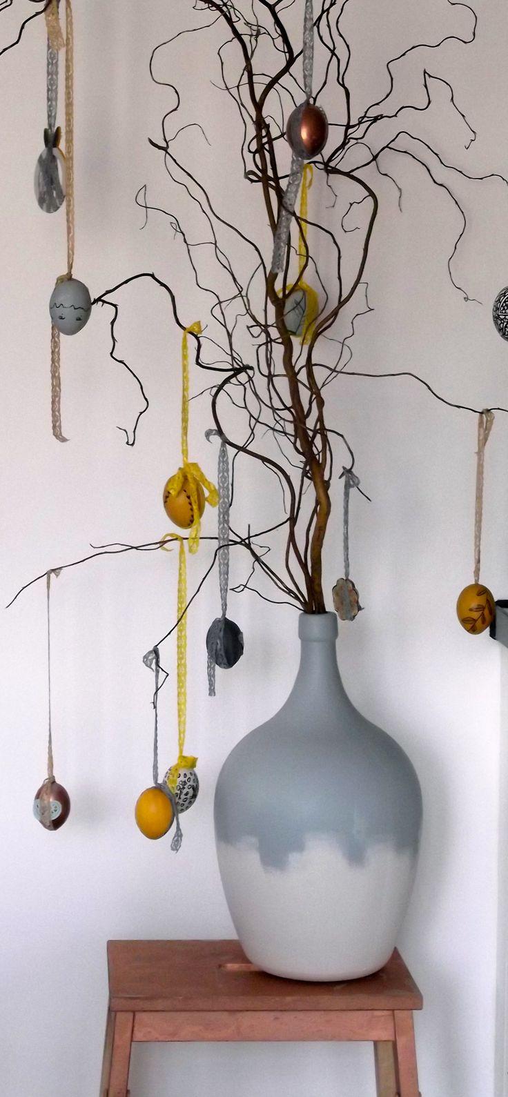 Ook weer zin om je huis in de paassfeer te brengen? Vandaag ga ik je laten zien hoe je een paastak kunt versieren met onder andere doodle eieren. Met een mooi kleurenspel dat past in je interieur. Het recept om lekker een middagje creatief bezig te zijn. Wil je weten hoe? lees dan het blog: www.mixinstijl.nl/paastak-versieren-met-doodle-eieren-in-kleuren-die-passen-in-je-interieur/