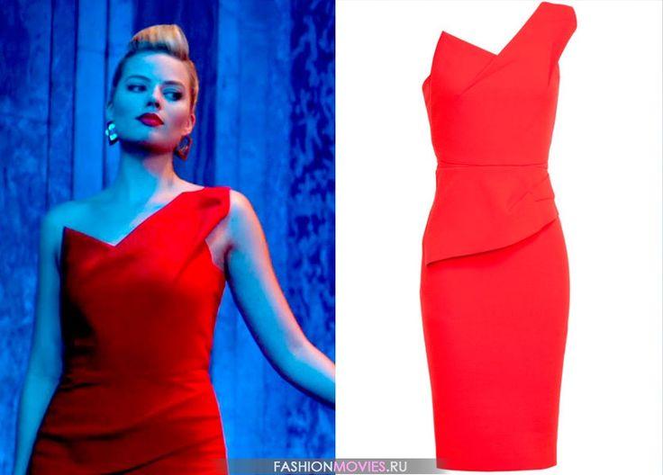 """на Джесс Барретт (Марго Робби) красное платье футляр """"Pernice"""" из шерстяного крепа на одном плече от Roland Mouret"""