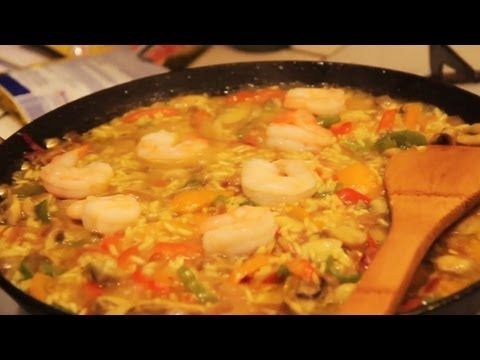 How to Cook Paella (video)