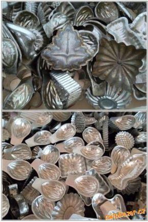Jak oživit staré zrezlé vánoční formičky ČIŠTĚNÍ FORMIČEK  Formičky vyvařit v prášku do pečiva (klasický kypřící prášek). Většina špíny odpadne..která ne..přejet kartáčkem a máte je jak nové. A to jest celé kouzlo.