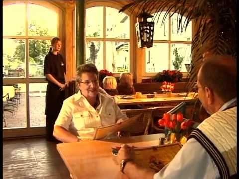 Das mexikanische Restaurant La Posada im Seebad Bansin auf der Insel Usedom liegt direkt an der Strandpromenade. Von der 2. Etage des Restaurants und von der Terrasse aus hat man einen herrlichen Blick auf die Ostsee. Scharfes Chili, Burritos, Flautas & Co. sowie die liebevolle Einrichtung schaffen ein typische mexikanisches Ambiente. Abgerundet wird der Abend durch fruchtige Cocktails oder eine leckeres Desperados oder Corona Bier.