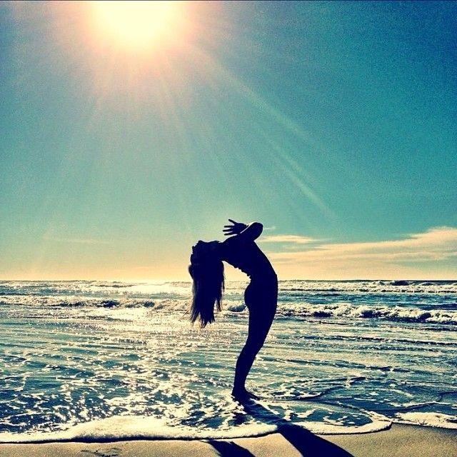 Die besten 17 Bilder zu Yoga Silhoettes auf Pinterest | Yoga Posen ...