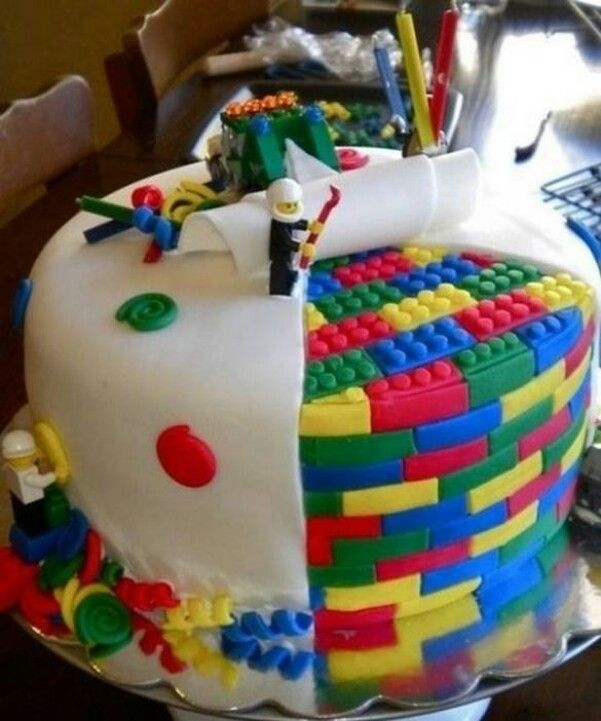 Lego CAKE. MY LITTLE BRO WOULD LOOOOVE THIS!!!!