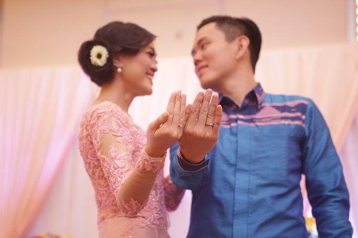 Engagement Yunita dan Lung di Kendari