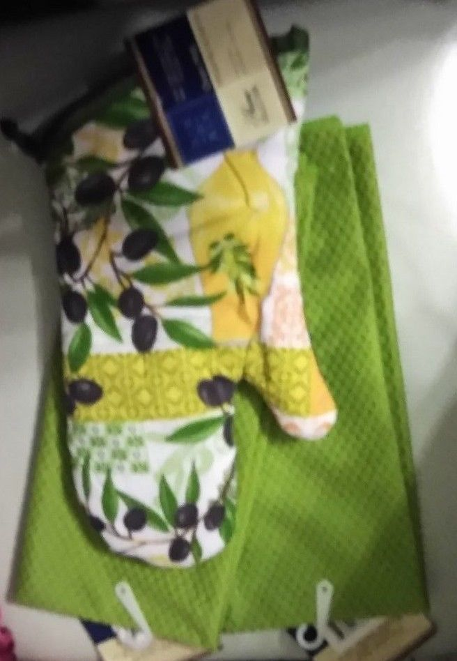 KITCHEN BAR 2 BOLD GREEN TOWELS 1 OVEN MITT OLIVES PRINT GREEN & MULTI NEW TOWEL #HOMECOLLECTION