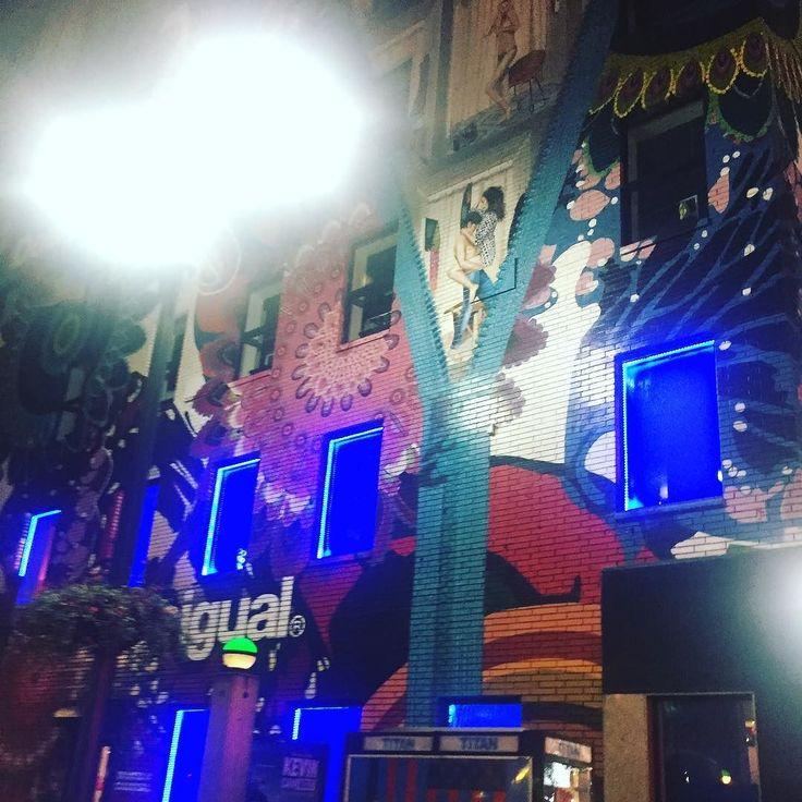 #everydayart #art #ny #mural #desigual  NYにあったDesigualの壁画街灯が写り込んじゃってうまく見えないけど実物はすごい迫力誰の作品なんだろう#1日1アート