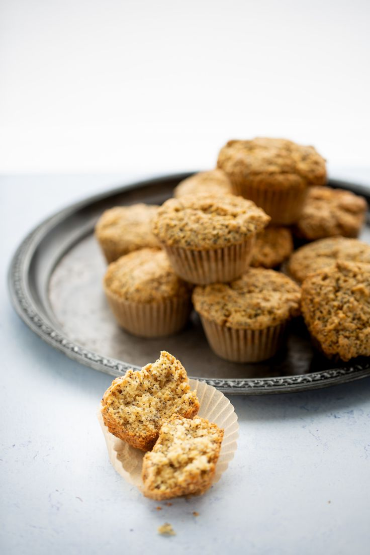 This recipe for lemon poppy seed vegan muffins is delicious,and full of wonderful flavors. Prepare it as muffins or as a loaf.any way it comes out delish. Lemon Recipes, Cake Recipes, Light Cheesecake, Mocha Frappuccino, Lemon Poppyseed Muffins, Vegan Muffins, Vegan Breakfast, Snack, Vegan Desserts