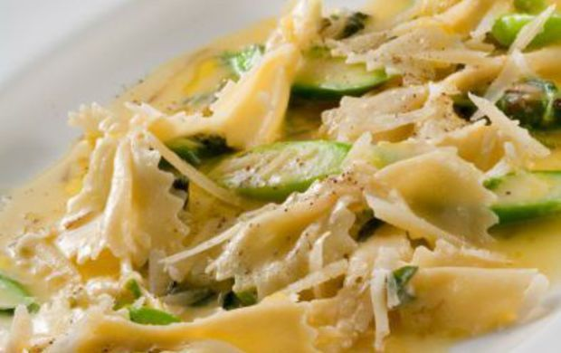 Farfalle di pasta con asparagi e parmigiano – Tutte le ricette