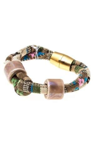 Bracelet made of cotton cord, in a climate of ethno. The main decorations are beige ceramic spacers. Clasp is made of robust stainless steel in gold. Ideally suited as a decoration for the daily creation.