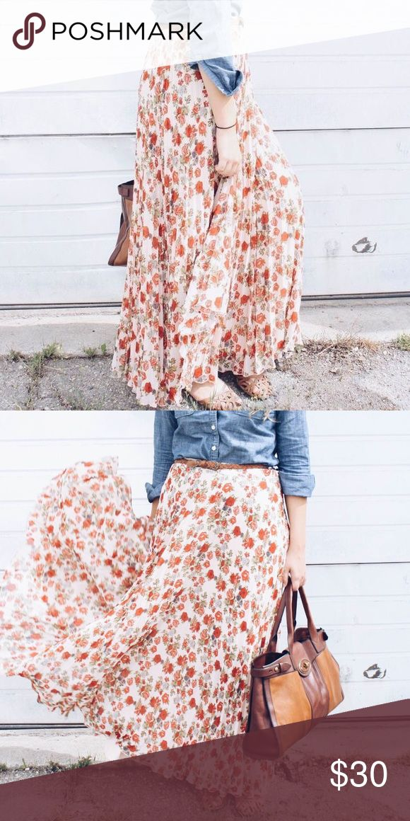 Floral Pleated Maxi Skirt This gorgeous skirt works for spring, summer, or fall. Size zipper. Skirts Maxi
