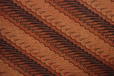 Totally a garis miring type design, with wonderful brown gradients in the colouring.