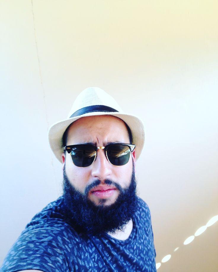 Barba tupida y lentes combinación perfecta 👌🏻