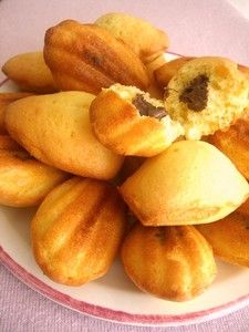 Alors cette recette!!!!!!!!!!!!!!!!! je vous dis que ça! c'est un petit bonheur de croquer dans ces madeleines…. elles sont vraiment excellentes !!!! Ingrédients 3 oeufs 150 gr de sucre en poudre 200 gr de farine 100 gr de beurre 1/2 sachet de levure 1c. à café de fleur d'oranger 1 pincée de sel nutella Préparation …