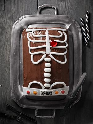 Halloween Cakes~T~ Three ways to decorate a chocolate cake for Halloween.