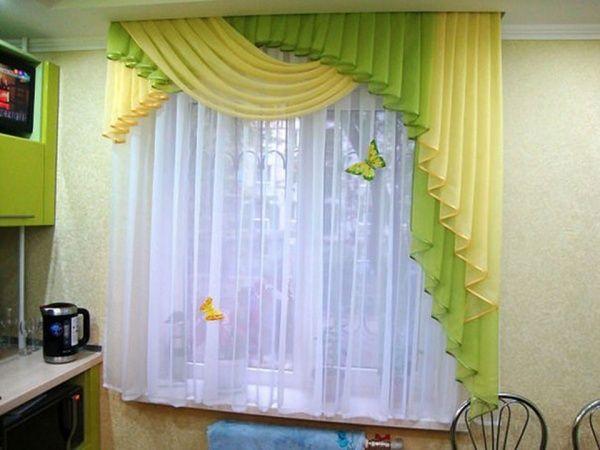 Оформление окна на кухне занавесками: современные идеи + фото
