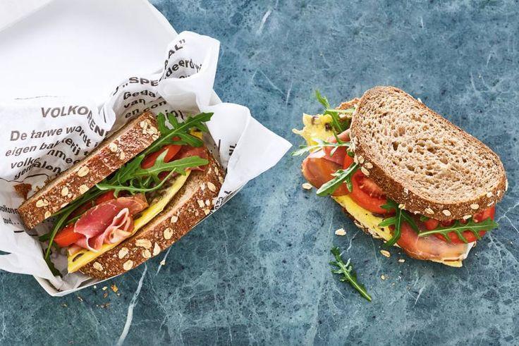 Een paddenstoelenomelet kun je ook heel goed koud eten. Lekker met rauwe ham op brood!- Recept - Allerhande