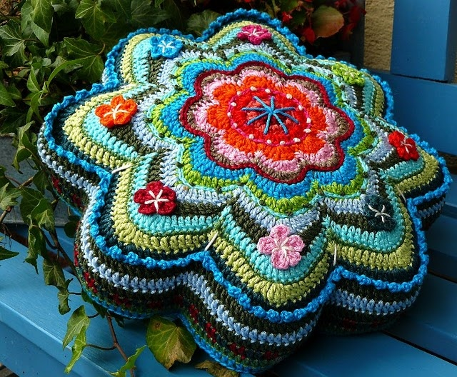 HOLY MOLY. This is a German ebook with two pillow patterns, one with a huge crochet flower. Due out soon.