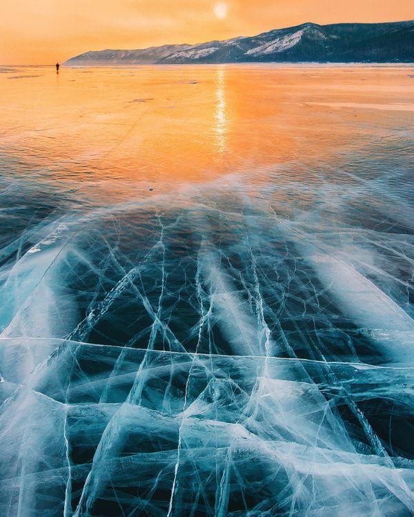 Зимний  закат  на  Байкале .