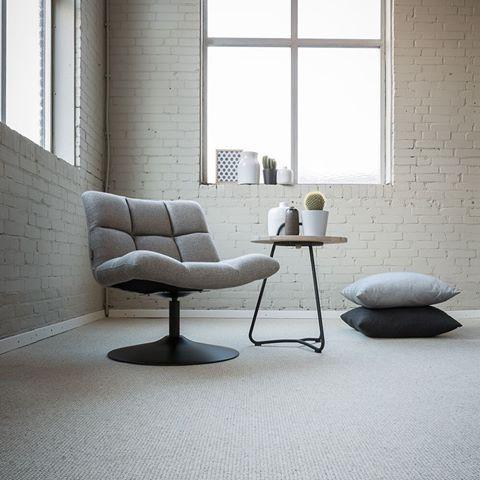 Bílý vlněný koberec v obývacím pokoji, koberce BOCA Praha. / White wool carpet in the living room.    http://www.bocapraha.cz/cs/aktualita/77/vlnene-koberce-z-novozelandske-vlny/