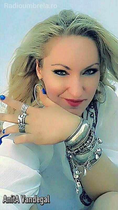 Anita Vandegal- Radioumbrela.ro