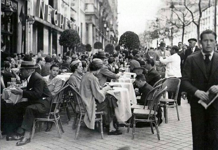 Terraza de un bar en la Calle de Alcalá (1935)
