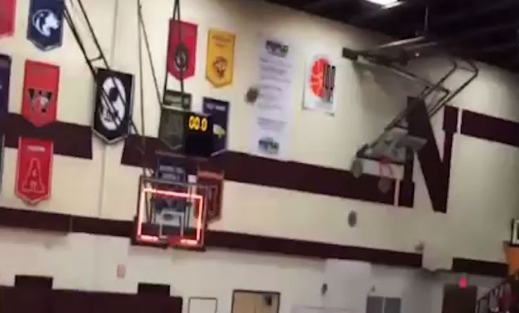 Texas high schooler scores unbelievable last-minute winning hoop in basketball match