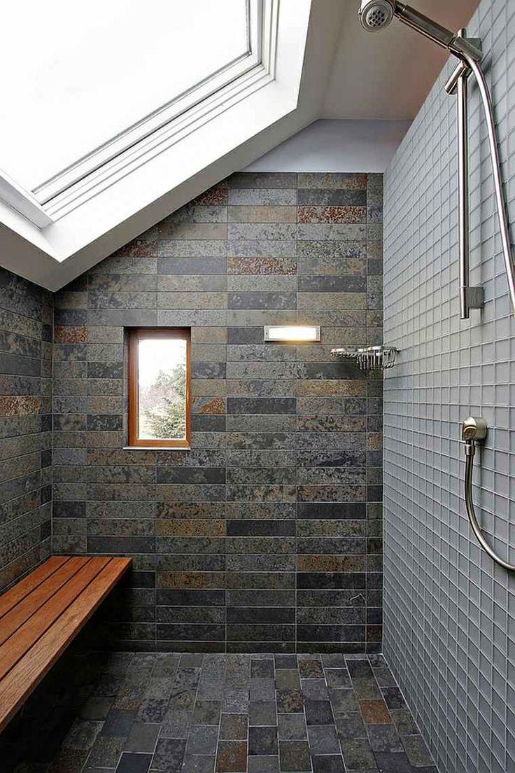 cabine de douche avec fenêtre de toit