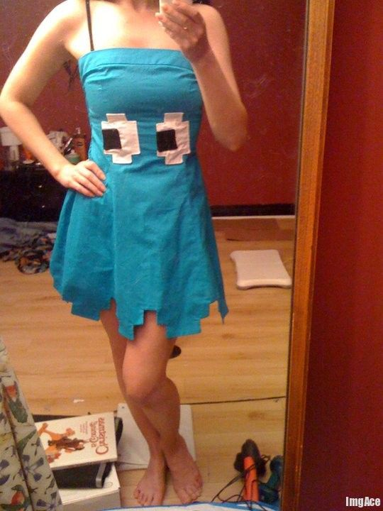 Obviously not for me to wear, but if there's a Pac Man tux to go with this Pac Man dress, send it my way.