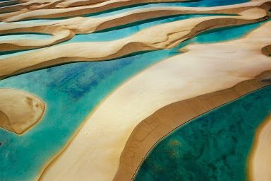 Ana Ortiz - Google+  Lençóis  Maranhenses  .....Brasil  Localizado no nordeste do Maranhão, a beleza do lugar está aliada aos passeios pelos campos de dunas e à possibilidade de banhar-se nas lagoas, atraem turistas de todo o mundo, que visitam o parque durante o ano inteiro.