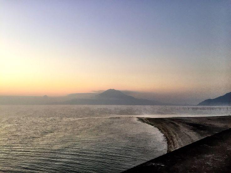 おはようございます(^o^)/  今日の桜島です。  天気は快晴、空気もウマイ!  少し肌寒い朝になった鹿児島です。  1日遅れましたが石川佳純選手、女子卓球の三冠取りましたね。  いやーすごい。54年ぶりだそうです。  しかも世界ランキング4位。オリンピック、楽しみです。  今日も1日、元気に頑張っていきましょう!