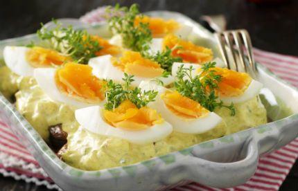 Snabblagad och krämig currysill med ägg