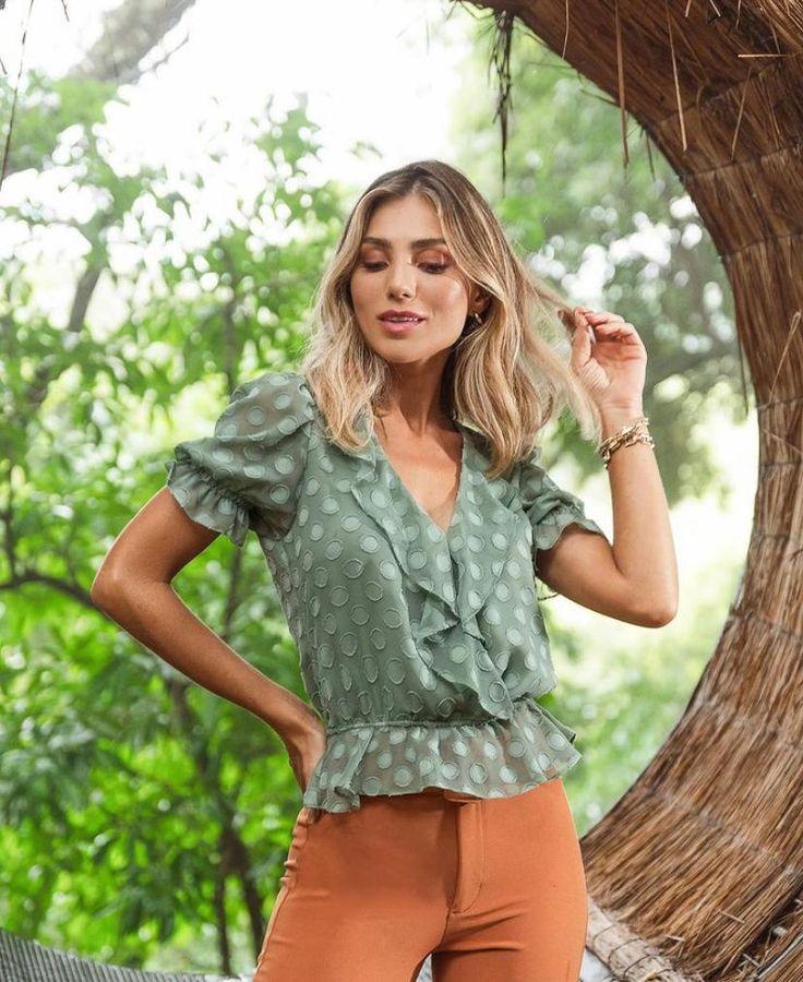 Blusa Julia Com Jabot Textura Poás - Sibelle Alves de Assis em 2021   Blusas femininas, Blusas femininas da moda, Ideias fashion