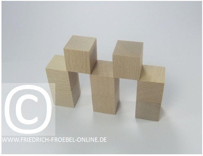 Gift 3 Froebel:  Ein Stadttor, gebaut mit Holzbausteinen natur (mit Spielgaben nach Froebel)