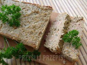 Pasztet mięsno-warzywny. Najlepszy domowej roboty. Smakuje ciepły, zaraz po upieczeniu oraz na zimno jako dodatek do pieczywa.