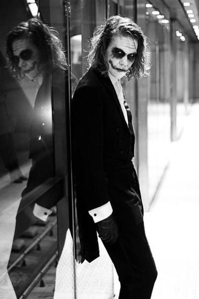 The joker...……Heath Ledger                                   i freaking love it!!