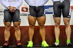 Ben jij een fanatiek wielrenner? Dan mag krachttraining zeker niet in je routine ontbreken. Lees hier welke 8 oefeningen je prestaties op de weg flink verbeteren.  https://www.fitness-tips.nl/cardio/wielrennen/fitnessoefeningen-wielrenner
