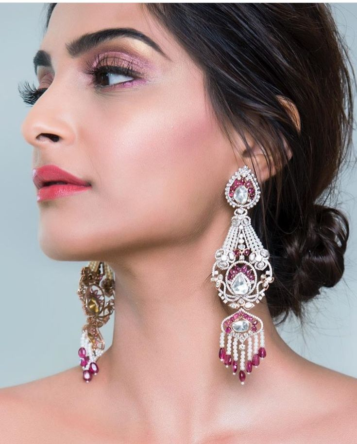 Make up of Sonam Kapoor at Cannes 2017