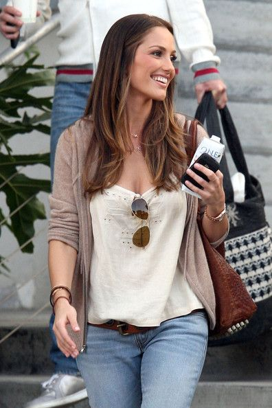 "Minka Kelly, star of the number 1 movie at the box offiece ""The Roommate"", leaves the E! Studios after being interviewed for the ""Chelsea Lately"" show. Minka was dressed casually as she left the studios, wearing blue jeans, a cardigan and loose fitting top."