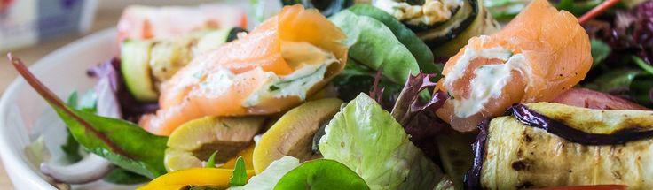 Gerookte zalmsalade met gegrilde groenten en Monchou