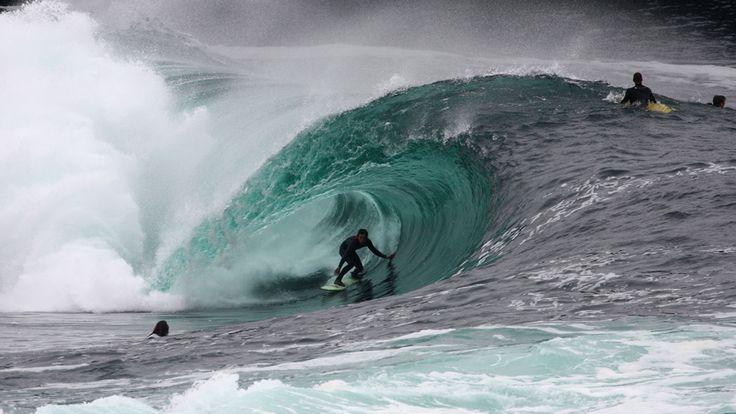 Pantai Bundoran – Irlandia Irlandia memiliki salah satu spot surfing paling spektakuler dan indah di dunia. Di negara ini lautnya bak permata hijau yang memenuhi setiap tanjung dan dihiasi terumbu karang cantik yang menciptakan satu kesatuan pemandangan yang luar biasa. http://kemanaajaboleeh.com/2015/02/spot-surfing-paling-menantang-di-dunia/3/