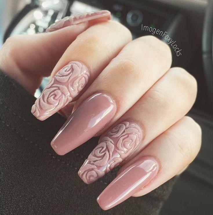 Punta coffin en rosa gelish con rosas efecto velvet