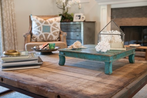 love little blue table ~~~Decor, Contemporary Bedrooms, Style House, Families Relaxing, Living Room, Blue Trays, Blue Tables, Classroom Mgmt, Families Room