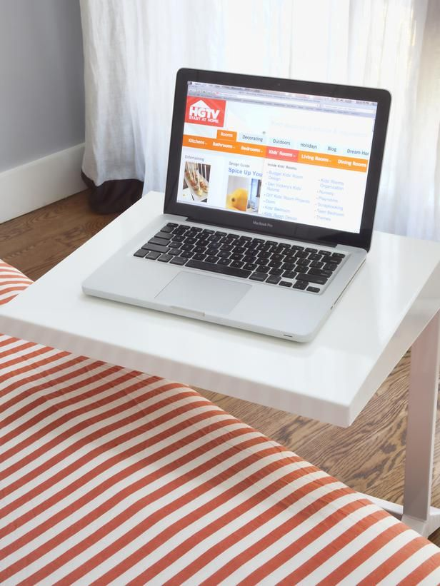 To Add Instant Worke Without Creating Clutter A C Table Is Added The Side Of Bed Bottom Has Shaped Frame That Tucks